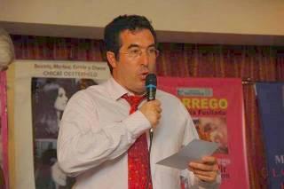 marcelo-gullo-recibiendo-el-premio-ohesterheld-2008-al-mejor-libro-del-anio